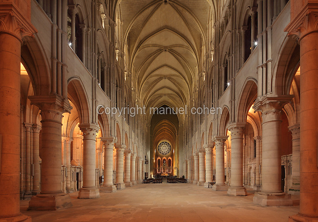 Nave, looking towards the choir with its rose window, Laon Cathedral or the Cathedrale Notre-Dame de Laon, built 12th and 13th centuries in Gothic style, in Laon, Aisne, Picardy, France. The nave has 11 bays with a vaulted ceiling, a side aisle to each side and 27 chapels. The cathedral is listed as a historic monument. Picture by Manuel Cohen