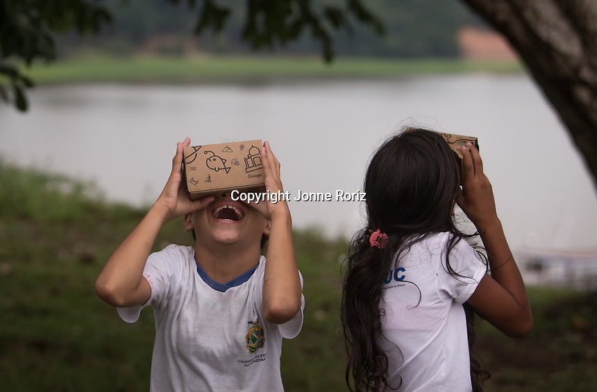 03/12/2015 - The Google Expeditions Team during educational activities in Nossa Senhora do Rosario school at Rosalina communities - Amazon Brazil. Photo by Jonne Roriz