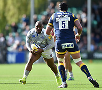 Beno Obano of Bath Rugby faces off against Will Spencer of Worcester Warriors. Aviva Premiership match, between Worcester Warriors and Bath Rugby on April 15, 2017 at Sixways Stadium in Worcester, England. Photo by: Patrick Khachfe / Onside Images