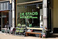 Gringen. Winkel de Stadsakker. De Stadsakker is de eerste stadse moestuinwinkel van Nederland.  Hier adviseert men de stadse tuinders bij het zelf verbouwen van hun eten.