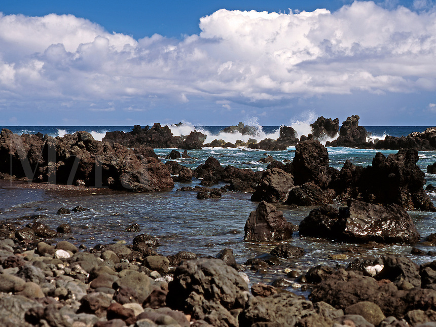 This pont on the northern coast of the big island of Hawaii is the site of a great tidal wave in 1946 that resulted in the loss of many lives and the near elimination of the small village of Laupahoehoe.