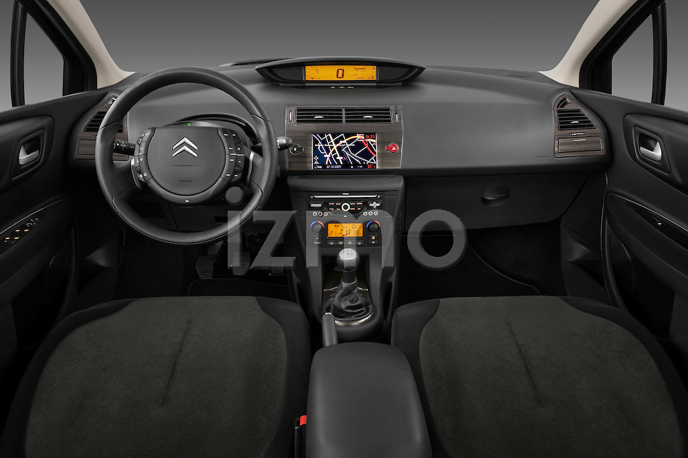 Straight dashboard view of a 2009 Citroen C4 Executive 5 Door Hatchback