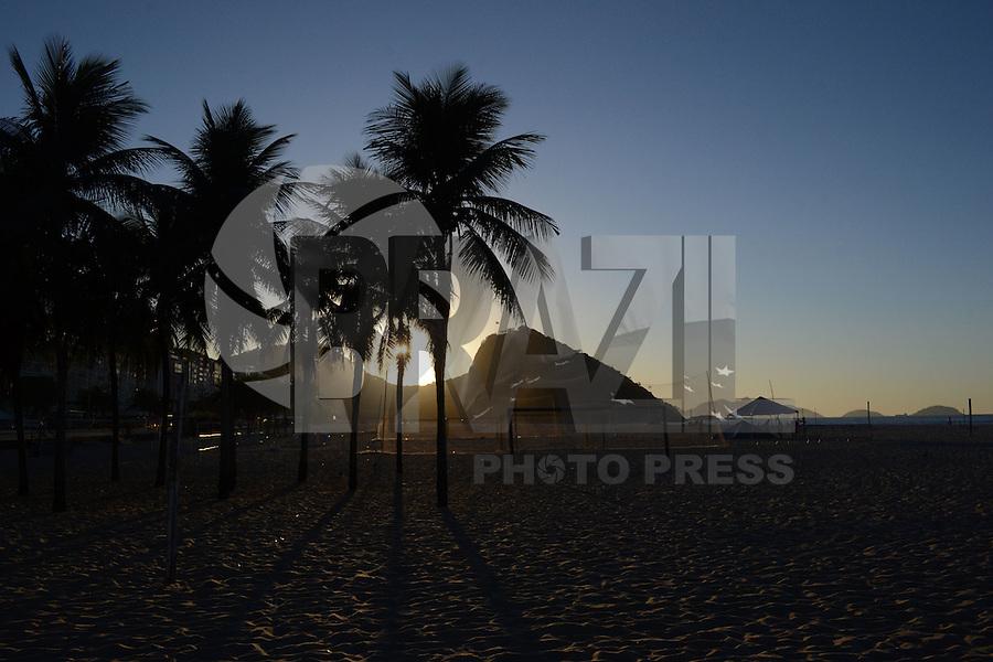 RIO DE JANEIRO, RJ, 03 AGOSTO 2012 -AMANHECER NO RIO- O dia amanhece com muito sol e sem nuvens nesta sexta feira dia 03, em Copacabana, zona sul do rio. (FOTO: MARCELO FONSECA / BRAZIL PHOTO PRESS).