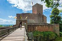 Deutschland, Rheinland-Pfalz, Suedliche Weinstrasse, oberhalb von  Weindorf Klingenmuenster: Burg Landeck | Germany, Rhineland-Palatinate, Southern Wine Route, above wine village Klingenmuenster: Castle Landeck