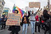 """Etwa tausend Menschen demonstrierten am Sonntag den 12. Oktober 2019 in Berlin mit einer """"Antikolonialen Demonstration"""" gegen die Glorifizierung der """"Entdeckung"""" Amerikas durch Christoph Kolumbus. Diese """"Entdeckung"""" sei fuer ihren Kontinent der Beginn einer grausamen Kolonialisierung gewesen, der Millionen Menschen das Leben gekostet hat. Die Folgen dieser """"Entdeckung"""" seien bis heute spuerbar und die verbliebenen Ureinwohner haben bis heute darunter zu leiden.<br /> 12.10.2019, Berlin<br /> Copyright: Christian-Ditsch.de<br /> [Inhaltsveraendernde Manipulation des Fotos nur nach ausdruecklicher Genehmigung des Fotografen. Vereinbarungen ueber Abtretung von Persoenlichkeitsrechten/Model Release der abgebildeten Person/Personen liegen nicht vor. NO MODEL RELEASE! Nur fuer Redaktionelle Zwecke. Don't publish without copyright Christian-Ditsch.de, Veroeffentlichung nur mit Fotografennennung, sowie gegen Honorar, MwSt. und Beleg. Konto: I N G - D i B a, IBAN DE58500105175400192269, BIC INGDDEFFXXX, Kontakt: post@christian-ditsch.de<br /> Bei der Bearbeitung der Dateiinformationen darf die Urheberkennzeichnung in den EXIF- und  IPTC-Daten nicht entfernt werden, diese sind in digitalen Medien nach §95c UrhG rechtlich geschuetzt. Der Urhebervermerk wird gemaess §13 UrhG verlangt.]"""