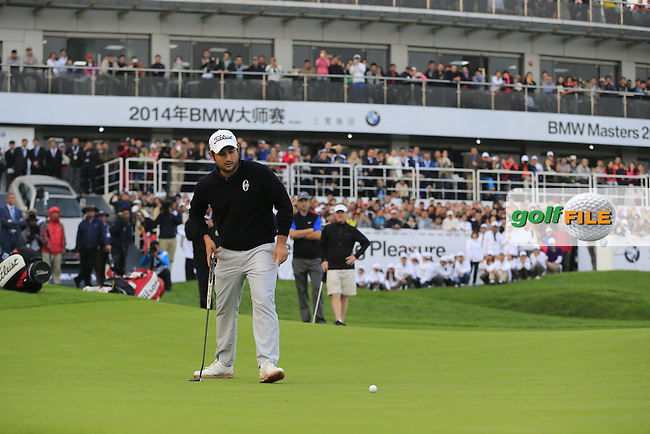 Alexander Levy (FRA) takes his putt on the 18th green playoff hole at the end of Sunday's Final Round of the 2014 BMW Masters held at Lake Malaren, Shanghai, China. 2nd November 2014.<br /> Picture: Eoin Clarke www.golffile.ie