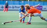 UTRECHT - Jonas de Geus (Kampong)  met Oliver Polkamp (Bldaal)  tijdens de hoofdklasse competitiewedstrijd mannen, Kampong-Bloemendaal (2-2) . ) . COPYRIGHT KOEN SUYK