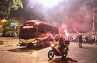 ATENCAO EDITOR IMAGEM EMBARGADA PARA VEICULOS INTERNACIONAIS - SAO PAULO, SP, 12 DEZEMBRO 2012 - COPA SUL-AMERICANA - SAO PAULO X TIGRE - Onibus do Sao Paulo FC , e visto chegando no Estadio Cicero Pompeu de Toledo momentos antes da partida contra o Tigre pela final da Copa Sul-Americana na noite desta quarta-feira, 12. (FOTO: WILLIAM VOLCOV / BRAZIL PHOTO PRESS).