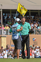 Jimmy Walker (USA) shakes hands with his caddie after sinking his birdie putt on 18 during Round 4 of the Valero Texas Open, AT&amp;T Oaks Course, TPC San Antonio, San Antonio, Texas, USA. 4/22/2018.<br /> Picture: Golffile | Ken Murray<br /> <br /> <br /> All photo usage must carry mandatory copyright credit (&copy; Golffile | Ken Murray)