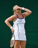 24-06-13, England, London,  AELTC, Wimbledon, Tennis, Wimbledon 2013, Day one, Kiki Bertens is frustrated with herself<br /> <br /> <br /> <br /> Photo: Henk Koster