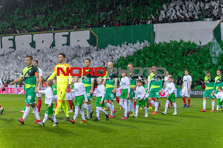 10.02.2019, Weser Stadion, Bremen, GER, 1.FBL, Werder Bremen vs FC Augsburg, <br /> <br /> DFL REGULATIONS PROHIBIT ANY USE OF PHOTOGRAPHS AS IMAGE SEQUENCES AND/OR QUASI-VIDEO.<br /> <br />  im Bild<br /> <br /> Einlauf der Mannschaft im sondertrikot <br /> <br /> Foto &copy; nordphoto / Kokenge
