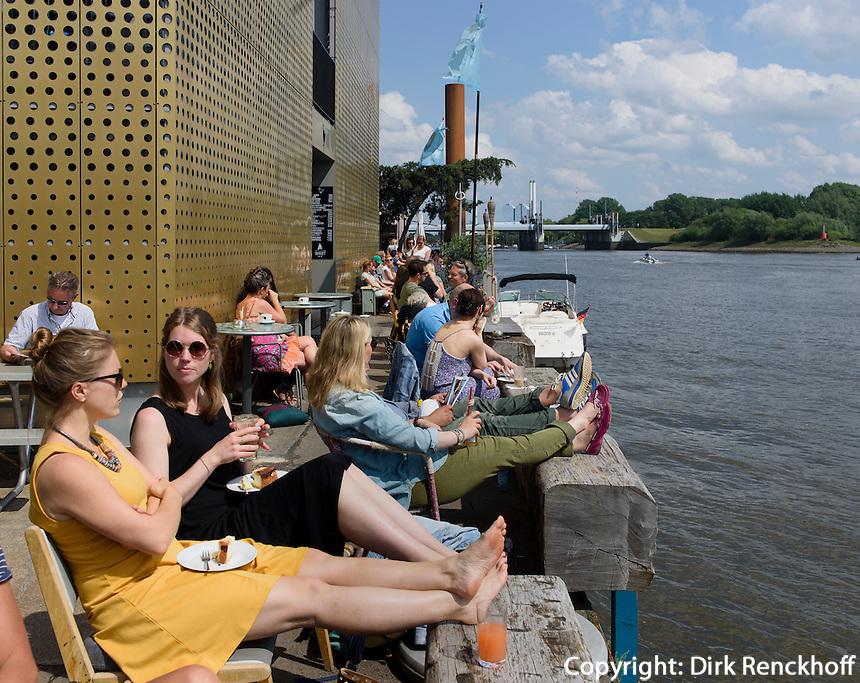 Caf&eacute; Entenwerder auf  Ponton auf der Entenwerder Halbinsel in Rotheburgsort, Hamburg, Deutschland<br /> Caf&eacute; Entenwerder on Ponton on Entenwerder peninsula in Rotheburgsort, Hamburg, Germany