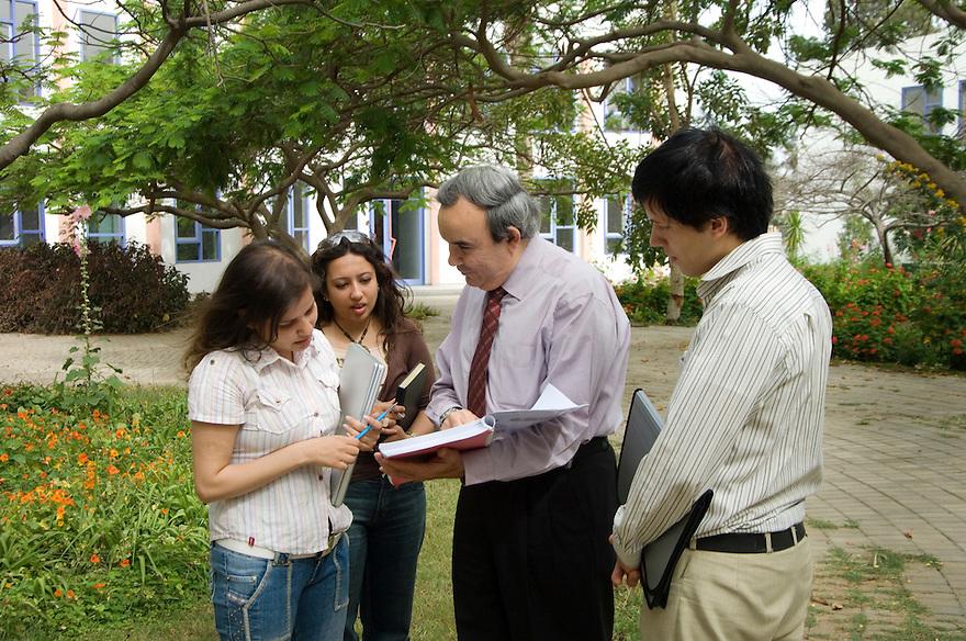 Egypt, Cairo, 9 mei 2007.Sekem .Hiliopolis University..Foto (c) Michiel Wijnbergh