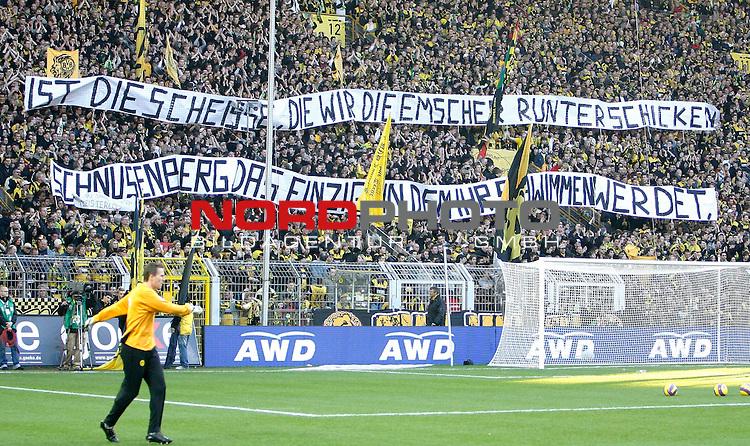 FBL  2007/2008 19.Spieltag RŁckrunde<br /> Borussia Dortmund vs FC Schalke 04 2:3 (1:2)<br /> Die Dortmunder Fans halten ein mit dem Spruch:&quot;Schnusenberg. Das einzige in dem Ihr Schwimmen werdet, ist die Scheisse, die wir die Emscher runterschicken. &quot; hoch.<br /> Foto &copy; nph (  nordphoto  )