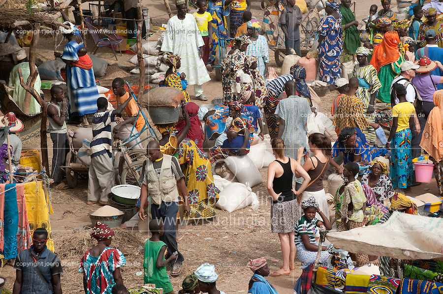 "Afrika Westafrika Mali Djenne , westliche Touristen auf Markt - Handel xagndaz | .Africa Mali Djenne , market day - trade .| [ copyright (c) Joerg Boethling / agenda , Veroeffentlichung nur gegen Honorar und Belegexemplar an / publication only with royalties and copy to:  agenda PG   Rothestr. 66   Germany D-22765 Hamburg   ph. ++49 40 391 907 14   e-mail: boethling@agenda-fototext.de   www.agenda-fototext.de   Bank: Hamburger Sparkasse  BLZ 200 505 50  Kto. 1281 120 178   IBAN: DE96 2005 0550 1281 1201 78   BIC: ""HASPDEHH"" ,  WEITERE MOTIVE ZU DIESEM THEMA SIND VORHANDEN!! MORE PICTURES ON THIS SUBJECT AVAILABLE!! ] [#0,26,121#]"
