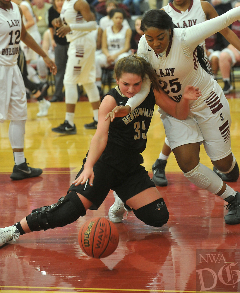 NWA Democrat-Gazette/MICHAEL WOODS • @NWAMICHAELW<br /> Bentonville's Baylee Byford (35) and Springdales Desiree Mack (25) fight for a loose ball during their game February 16, 2016 Springdale High School.