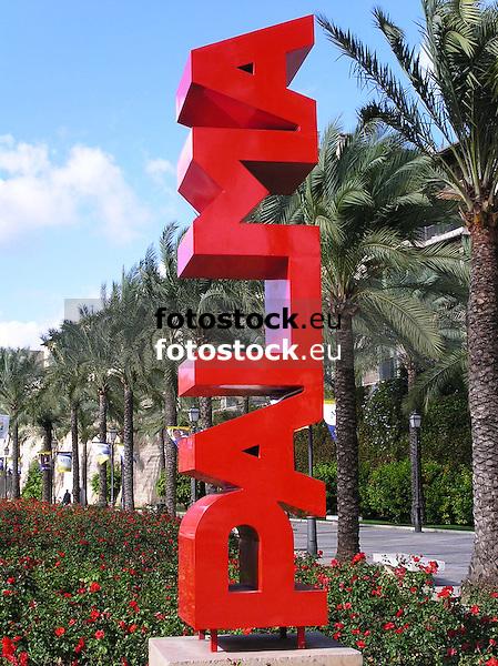 sculpture &quot;Palma&quot; (steel, 350 x 70 x 70 cm, 1999) by Josep Llambias Rossell&oacute; (Alar&oacute; 1954), Paseo de Sagrera<br /> <br /> escultura &quot;Palma&quot; (hierro, 350 x 70 x 70 cm, 1999) de Josep Llambias Rossell&oacute; (Alar&oacute; 1954), Paseo de Sagrera<br /> <br /> Skulptur &quot;Pama&quot; (Stahl, 350 x 70 x 70 cm, 1999) von Josep Llambias Rossell&oacute; (Alar&oacute; 1954), Paseo de Sagrera<br /> <br /> 2481 x 1860 px