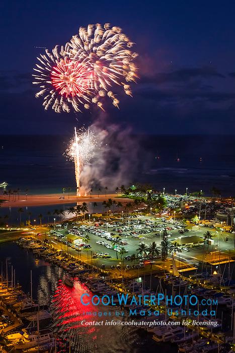 fireworks over Duke Kahanamoku Beach aka Duke Paoa Kahanamoku Lagoon, and Ala Wai Yacht Harbor, Waikiki, Honolulu, Oahu, Hawaii, USA, Pacific Ocean