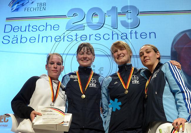 Deutsche Meisterschaft DM 2013 Fechten S&auml;bel in Tauberbischofsheim - im Bild: Sieger Damens&auml;bel - 1. Stefanie Kubissa (Dormagen, Mitte), 2. Alexandra Bujdoso (Koblenz, links), 3. Sibylle Klemm (Dormagen, rechts), 3. Davina Hirzmann (Dormagen, 2.v.r.). <br /> <br /> Foto: Norman Rembarz