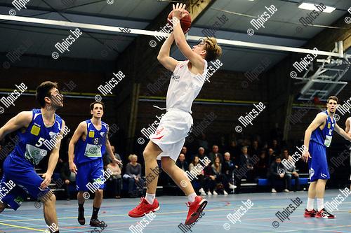 2015-11-15 / Basketbal / seizoen 2015-2016 / Soba Antwerpen - Gistel / Robin HAerbos (Soba) probeert te scoren.<br /><br />Foto: Mpics.be