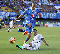 BOGOTA -COLOMBIA. 03-05-2014. Lewis Ochoa  (Izq) de Millonarios  disputa el balon contra Freddy Hinestroza de La Equidad  partido de vuelta por los Cuartos de Final  de La liga Postobon  disputado en el estadio Nemesio Camacho El Campin. /  Lewis Ochoa  (L) of Millonarios dispute the balloon against Freddy Hinestroza of La Equidad  game around the Quarter Finals of the Postobon league match at the Estadio Nemesio Camacho El Campin. Photo: VizzorImage/ Felipe Caicedo / Staff