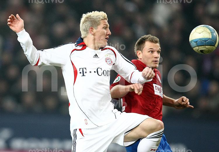 FUSSBALL   DFB POKAL   ACHTELFINALE   SAISON S007/2008 Wuppertaler SV - FC Bayern Muenchen    29.01.2008 Bastian SCHWEINSTEIGER (li, Bayern) gegen Manuel BOELSTLER (re, Wuppertal)