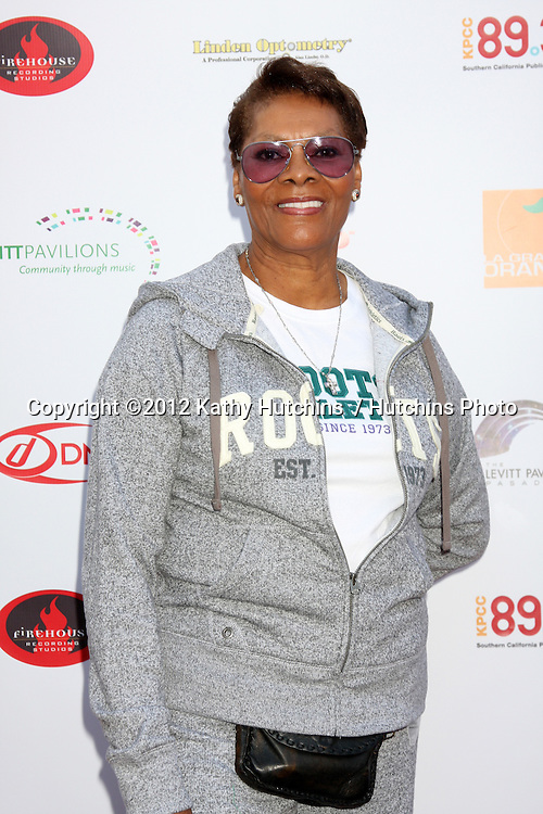 LOS ANGELES - JUN 13:  Dionne Warwick arrives at the VIP Reception Prior to the Levitt Pavilion Pasadena Concert by Dionne Warwick at DMI Music & Media Solutions on June 13, 2010 in Pasadena, CA