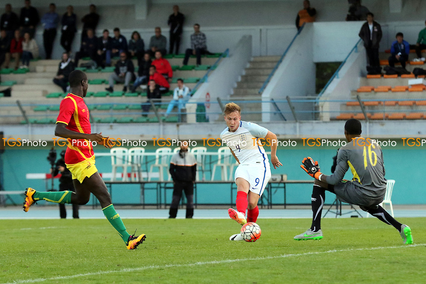 Cauley Woodrow scores England's sixth goal during England Under-20 vs Guinea Under-20, 2016 Toulon Tournament Football at Stade de Lattre on 23rd May 2016