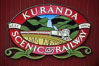 Océanie/Australie/Queensland/Kuranda : enseigne du Kuranda Scenic railway, train touristique qui traverse la rainforest