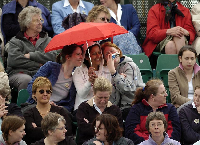 Photo. Jed Wee..Nottingham Open Quarterfinal, 17/06/2004..Tennis fans brave the rain.