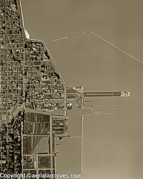 historical aerial photograph Chicago, Illinois 1952