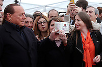 Silvio Berlusconi consegna la carta d'identità' a Maria Rosaria Rossi, prima di votare<br /> Silvio Berlusconi delivery Maria Rosaria Rossi (his right arm) his identity card before voting<br /> Roma 12-03-2016 Gazebo al Pantheon. Gazebarie del centro destra per valutare il gradimento del candidato proprosto a Sindaco di Roma.<br /> Gazebo at Pantheon. Primary elections of the Centre-right party for the local elections of the Mayor of Rome.<br /> Photo Samantha Zucchi Insidefoto