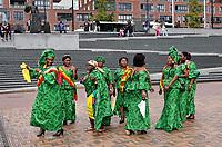 Nederland - Amsterdam -  September 2018.  50 Jaar Bijlmer. Dance With Royals - Kente Fugu Festival op het Anton de Komplein in de Bijlmer. Dansfestival met veel dansen uit Ghana.    Foto mag niet in negatieve context gepubliceerd worden. Foto Berlinda van Dam / Hollandse Hoogte