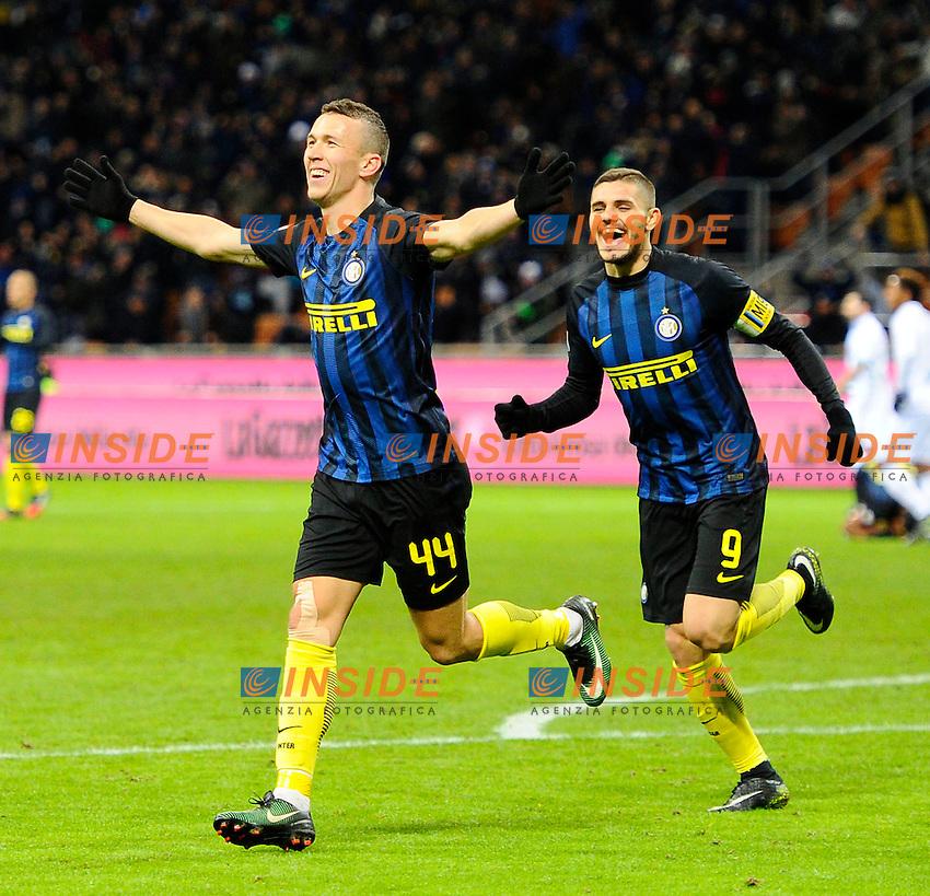 Esultanza gol di Ivan Perisic Inter 2-1. Celebration goal con Mauro Icardi<br /> Milano 14-01-2017 Stadio Giuseppe Meazza - Football Calcio Serie A Inter - Chievo Verona. Foto Giuseppe Celeste / Insidefoto