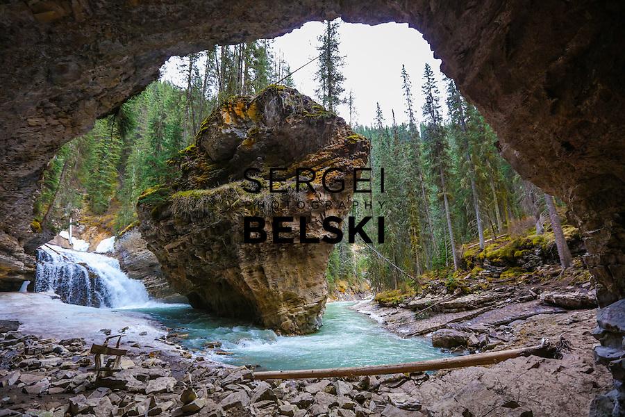 Johnston Canyon Hike. Photo Credit: Sergei Belski
