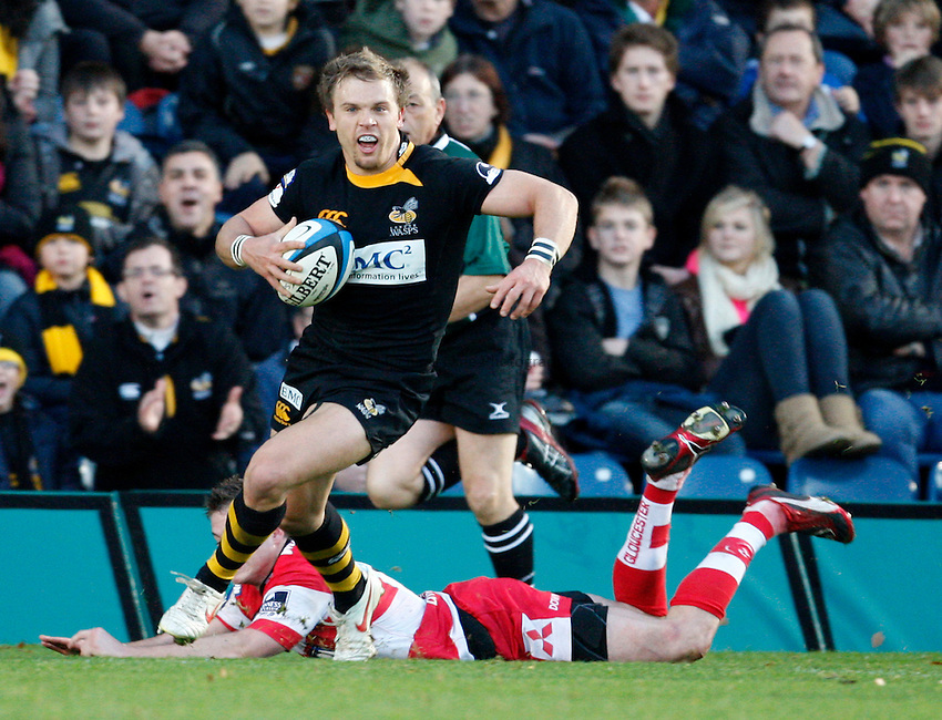 Photo: Richard Lane/Richard Lane Photography. London Wasps v Gloucester Rugby. LV= Cup. 15/11/2009. Wasps' Lachlan Mitchell attacks.