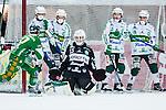 V&auml;ster&aring;s 2014-03-08 Bandy SM-semifinal 4 V&auml;ster&aring;s SK - Hammarby IF :  <br /> V&auml;ster&aring;s m&aring;lvakt Andreas Bergwall r&auml;ddar ett skott p&aring; en m&aring;lchans f&ouml;r Hammarbys Adam Gilljam <br /> (Foto: Kenta J&ouml;nsson) Nyckelord:  VSK Bajen HIF