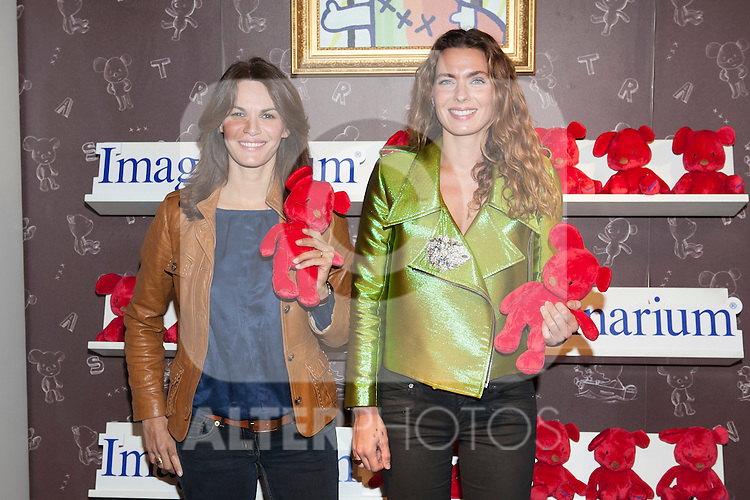 Fabiola Martinez (L) and Alejandra Osborne pose during the Kiconico Red solidary project in Madrid, Spain. November 12, 2014. (ALTERPHOTOS/Victor Blanco)