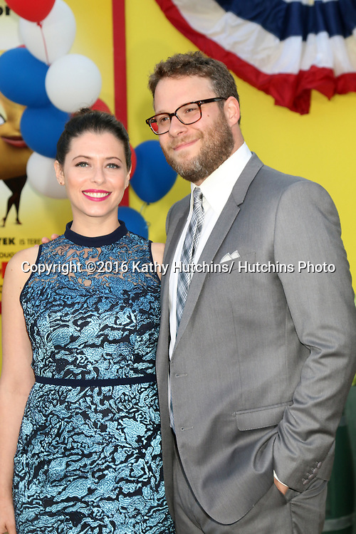 """LOS ANGELES - AUG 9:  Lauren Miller, Seth Rogen at the """"Sausage Party"""" Premiere at the Village Theater on August 9, 2016 in Westwood, CA"""