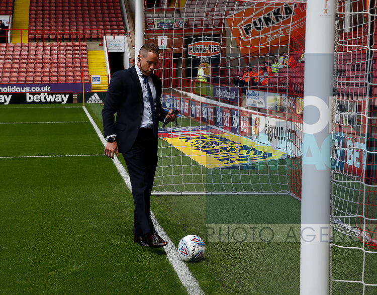 Referee Stephen Martin tests the hawked system during the English Championship League match at Bramall Lane Stadium, Sheffield. Picture date: August 5th 2017. Pic credit should read: Simon Bellis/Sportimage