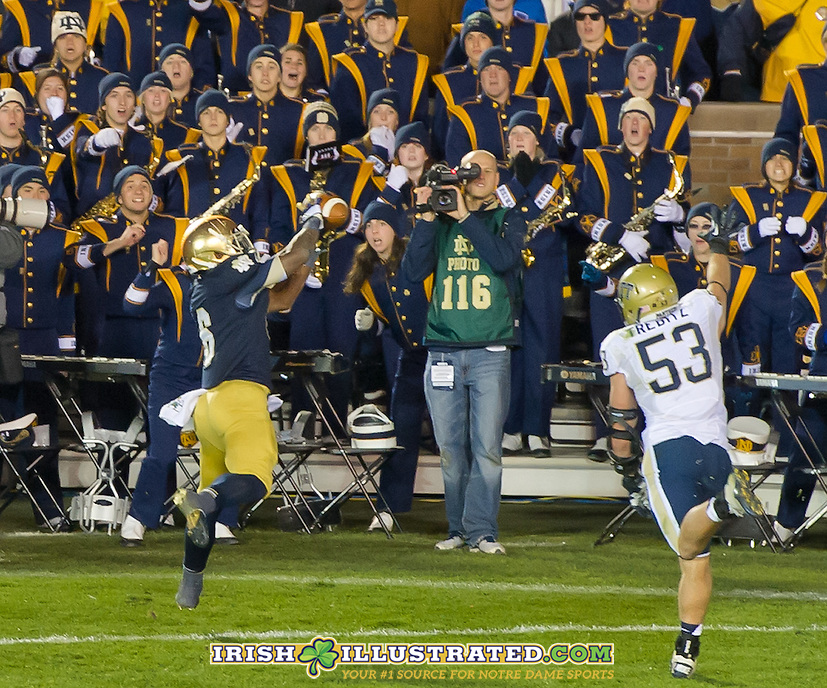 Running back Theo Riddick (6) catches a TD pass to bring the Irish within 2.
