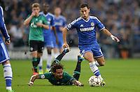 FUSSBALL   CHAMPIONS LEAGUE   SAISON 2013/2014   GRUPPENPHASE FC Schalke 04 - FC Chelsea        22.10.2013 Jermaine Jones (FC Schalke 04) am Boden Chancenlos gegen Eden Hazard (re, FC Chelsea)