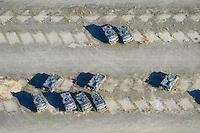 4415/Abruestung: EUROPA, DEUTSCHLAND, SCHLESWIG-HOLSTEIN, GLINDE 30.10.2005: Auf dem Gelaenede der Bundeswehr stehen Panzer im Depot. Diese Panzer stehen dort schon lange. Andere Panzer sind bereits wo anders plaziert oder entfernt. Die Abstellflaechen sind noch auf dem Boden zu erkennen. Das Bundeswehr Depot in Glinde soll geschlossen werden. Eine andere Nutzung für die Stadt Glinde steht in Ausicht...Luftbild, Luftaufnahme, Luftansicht