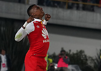BOGOTA - COLOMBIA, 12-01-2019: Johan arango jugador del Independiente Santa Fe patea el balón haciendo gol a Carlos Bejarano, arquero del America de Cali, durante partido entre Santa Fé y America de Cali, por el Torneo Fox Sports 2019, jugado en el estadio Nemesio Camacho El Campin de la ciudad de Bogotá. / Johan arango player of Independiente Santa Fe kicks the ball making goal to Carlos Bejarano, goalkeeper of America de Cali during a match between Santa Fé y America de Cali, for the Fox Sports Tournament 2019, played at the Nemesio Camacho El Campin stadium in the city of Bogota. Photo: VizzorImage / Diego Cuevas / Cont.