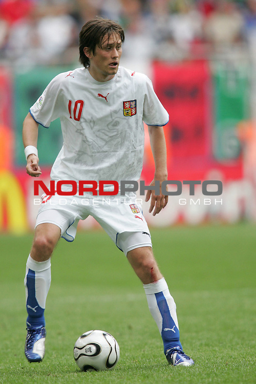FIFA WM 2006 - Gruppe E ( Group E )<br /> Play #41 (22-Jun) - Czech Republic vs Italy.<br /> Tomas Rosicky from Czech Republic kicks the ball during the match of the World Cup in Hamburg.<br /> Foto &copy; nordphoto