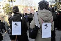 """Roma, 8 Marzo 2011.Piazza Vittorio.Manifestazione """"se non ora quando?""""per la dignità delle donne.Nella foto ragazze con foto e frase di Virginia Woolf"""