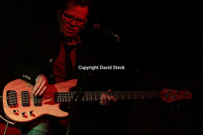 Quer&eacute;taro, Qro. 14 de Marzo de 2015.- El grupo de rock progresivo &quot;La Barranca&quot; inici&oacute; su gira de aniversario por sus veinte a&ntilde;os en  escena ante p&uacute;blico lleno y entusiasta en &quot;La Encrucijada&quot;, centro nocturno de esta ciudad.<br /> <br /> Foto: David Steck Obture