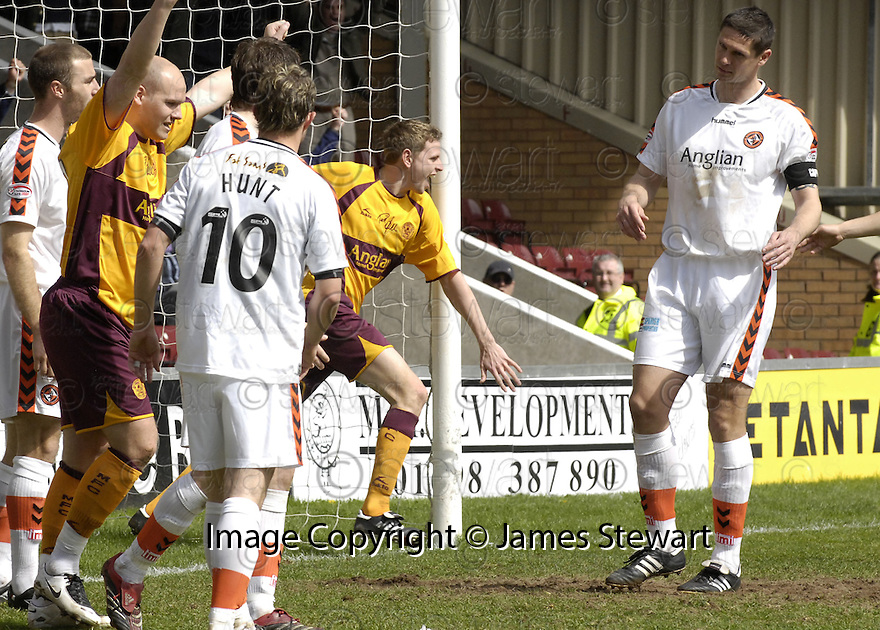 26/04/2008   Collect Pic: James Stewart.File Name : sct_jspa15_motherwell_v_dundee_utd.CHRIS PORTER CELEBRATES AFTER HE SCORES MOTHERWELL'S SECOND.James Stewart Photo Agency 19 Carronlea Drive, Falkirk. FK2 8DN      Vat Reg No. 607 6932 25.Studio      : +44 (0)1324 611191 .Mobile      : +44 (0)7721 416997.E-mail  :  jim@jspa.co.uk.If you require further information then contact Jim Stewart on any of the numbers above........