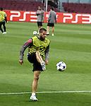Camp Nou , UEFA Champions League, rueda de prensa previa al partido FC Barcelona - ARsenal FC. En la foto Dani Alves durante el entrenamiento