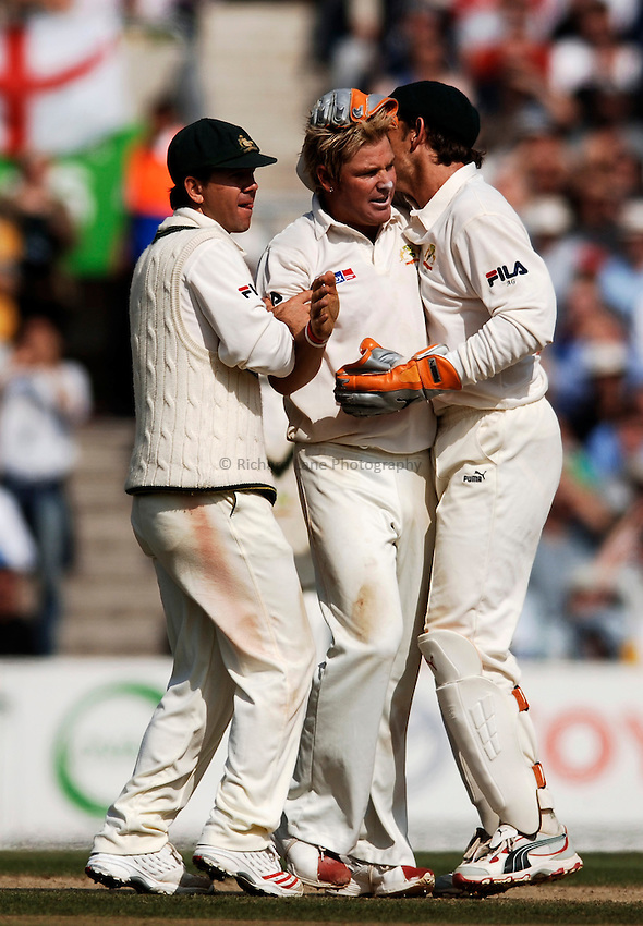 Photo: Glyn Thomas..England v Australia. nPower Test Series. The Ashes 2005..12/09/2005..Australia's Shane Warne (C) celebrates.